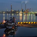 CB1100 オールドレンズでオートバイと工場夜景